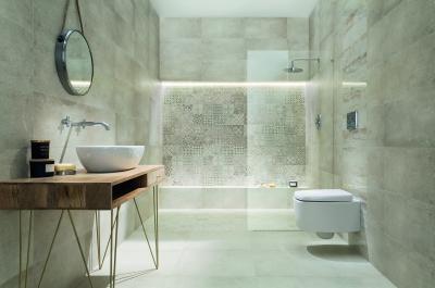 Tágas, elegáns fürdőszoba pasztell szürke burkolattal - fürdő / WC ötlet, modern stílusban