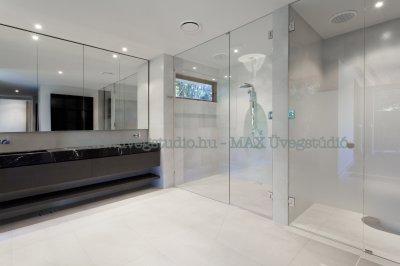 Egyedi zuhanykabin - épített zuhanykabin üvegfal - fürdő / WC ötlet