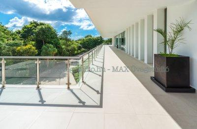 Modern üvegkorlát - erkély / terasz ötlet