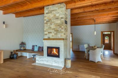 Vidéki ház kandallóval - nappali ötlet, rusztikus stílusban