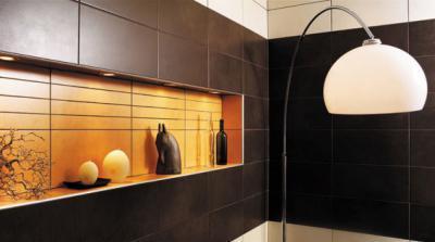 Falfülke csempével borítva - nappali ötlet, modern stílusban