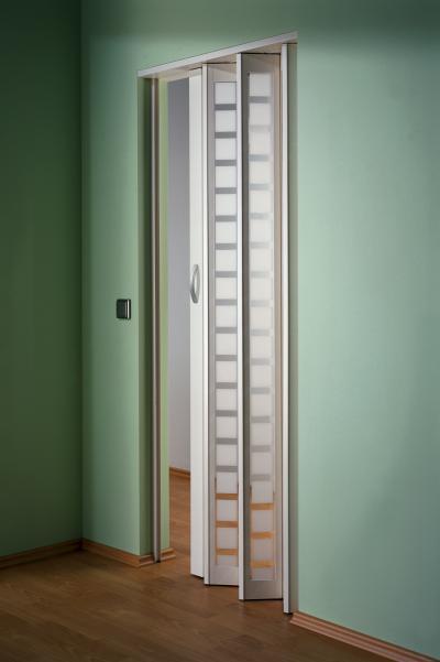 Harmonikaajtó kis helyre - nappali ötlet, modern stílusban