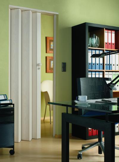 Harmonikaajtó az irodában - dolgozószoba ötlet, modern stílusban
