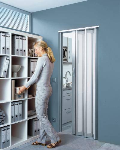 Irodai harmonikaajtó - dolgozószoba ötlet, modern stílusban