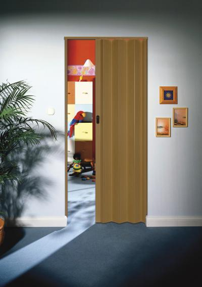Fahatású felület a harmonikaajtón - gyerekszoba ötlet, modern stílusban