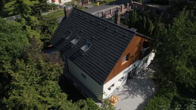 Tetőcserép modern lakóházon - tető ötlet, modern stílusban