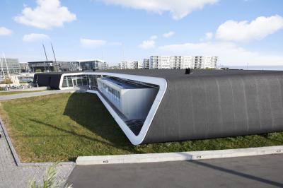 Address étterem BMI Villas vízszigetelő lemezborítással - tető ötlet, modern stílusban