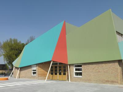 De Wiekslag általános iskola Monarplan vízszigetelő lemezborítással (BMI Villas) - tető ötlet, modern stílusban