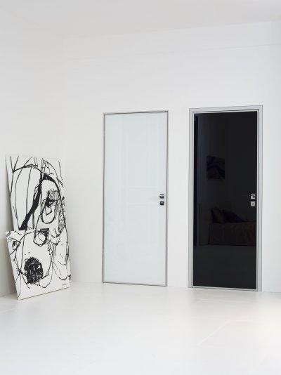Alutokoks üvegajtók - nappali ötlet, modern stílusban