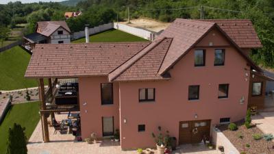 Klasszikus tetőforma és cserép szín - tető ötlet, klasszikus stílusban