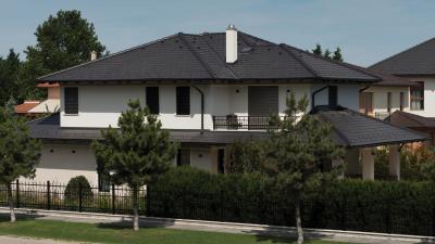 Sötét színű beton tetőcserepek - tető ötlet, klasszikus stílusban
