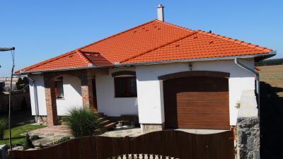 Tégla színű beton tetőcserepek - tető ötlet, klasszikus stílusban