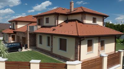 Natúr színű beton tetőcserepek - tető ötlet, eklektikus stílusban