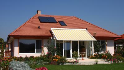 Tégla színű beton tetőcserép lakóházon - tető ötlet, klasszikus stílusban