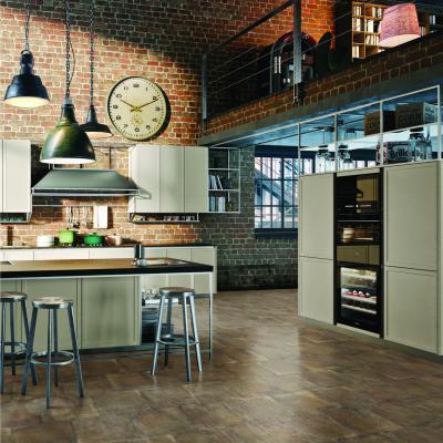 Loft lakás kopottas hatású padlólappal - konyha / étkező ötlet, modern stílusban