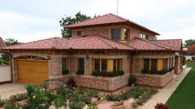 Rusztikus lakóház beton tetőcseréppel - tető ötlet, rusztikus stílusban