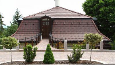Klasszikus tető beton tetőcseréppel - tető ötlet, klasszikus stílusban