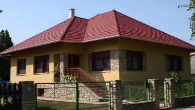 Hagyományos tető betoncserepekkel - tető ötlet, klasszikus stílusban
