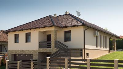 Nyeregtető beton tetőcserepekkel - tető ötlet, modern stílusban
