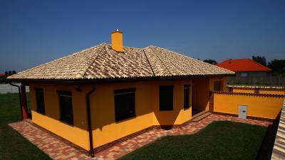 Mediterrán tető betoncseréppel - tető ötlet, mediterrán stílusban
