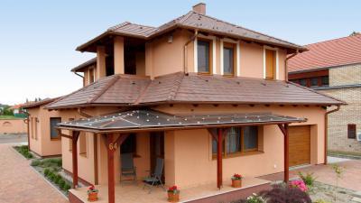 Látványos tető betoncserepekkel - tető ötlet, modern stílusban