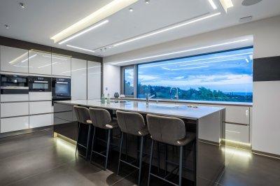 Fényűző konyha - konyha / étkező ötlet, modern stílusban