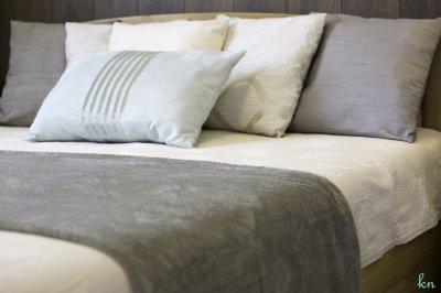 Hálószoba párnákkal - háló ötlet, modern stílusban
