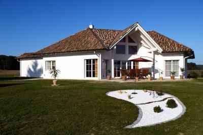Látványos tető betoncserepekkel - tető ötlet, klasszikus stílusban