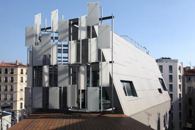 Különleges tetőmegoldás - tető ötlet, modern stílusban