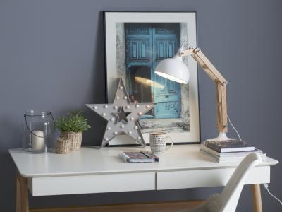 Íróasztal fehér színben - dolgozószoba ötlet, modern stílusban