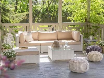Rattan kerti bútorok fehér színben - erkély / terasz ötlet