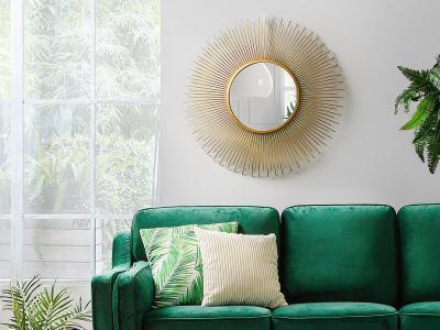 Dekoratív tükör a falon - nappali ötlet, modern stílusban
