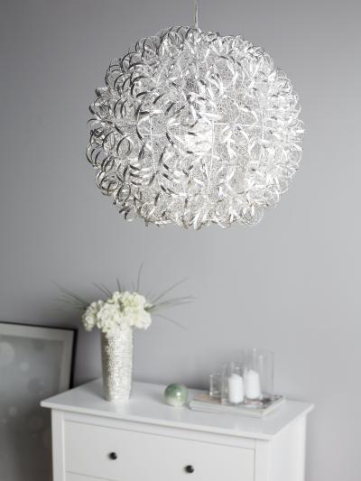 Egyedi mennyezeti lámpa - nappali ötlet, modern stílusban