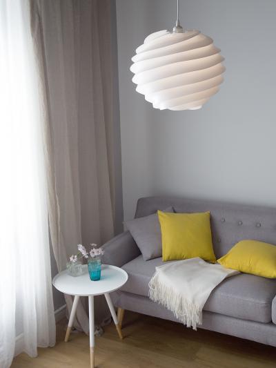 Különleges mennyezeti lámpa - nappali ötlet, modern stílusban