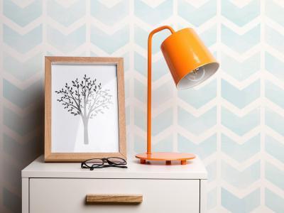 Narancssárga asztali lámpa - nappali ötlet, modern stílusban