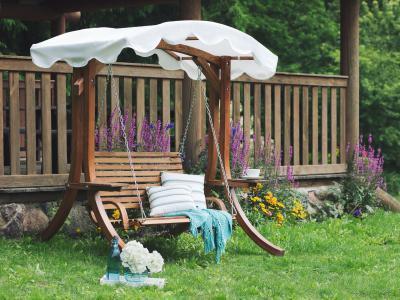 Tömörfa hintaágy - kert / udvar ötlet, rusztikus stílusban