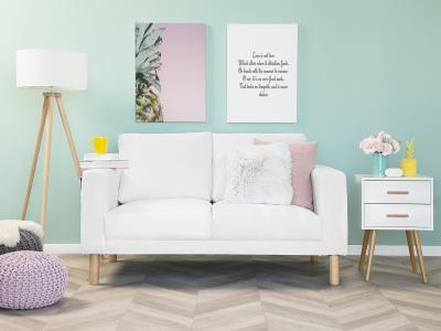 Fehér kanapé - nappali ötlet, modern stílusban