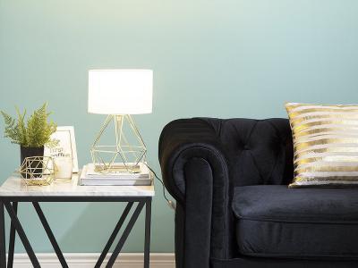 Fehér asztali lámpa - nappali ötlet, modern stílusban