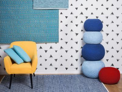 Élénk színű szőnyeg - nappali ötlet, modern stílusban