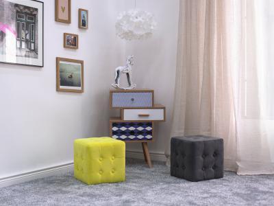 Színes puffok - nappali ötlet, modern stílusban