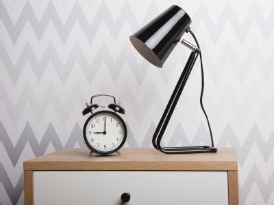 Fém asztali lámpa - háló ötlet, modern stílusban