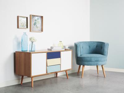 Komód színes fiókokkal - nappali ötlet, modern stílusban
