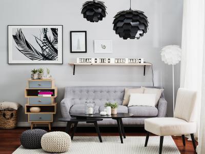 Feliratos falilámpa - nappali ötlet, modern stílusban