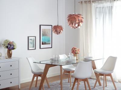 Játékos mennyezeti lámpa - nappali ötlet, modern stílusban