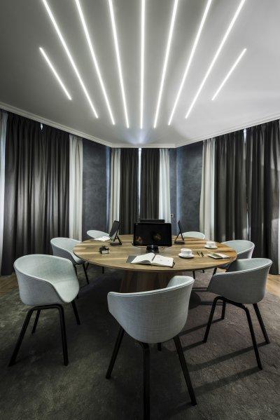 Süllyesztett fények - dolgozószoba ötlet, modern stílusban