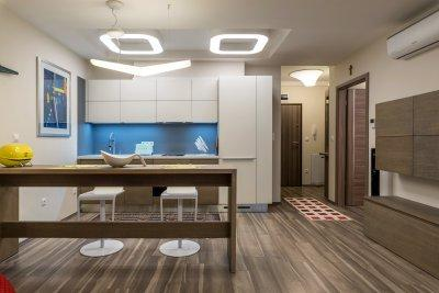 Design lámpákkal megvilágított konyha - konyha / étkező ötlet, modern stílusban