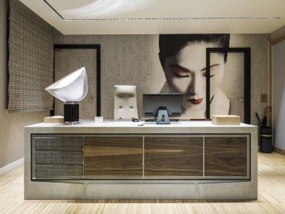 Fekete asztali lámpa - dolgozószoba ötlet, modern stílusban