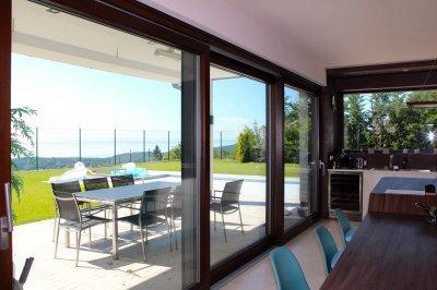 Alufa emelő-toló erkélyajtó - erkély / terasz ötlet, modern stílusban