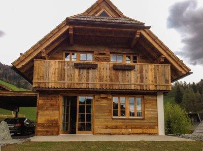 Fa nyílászárók - bejárat ötlet, rusztikus stílusban