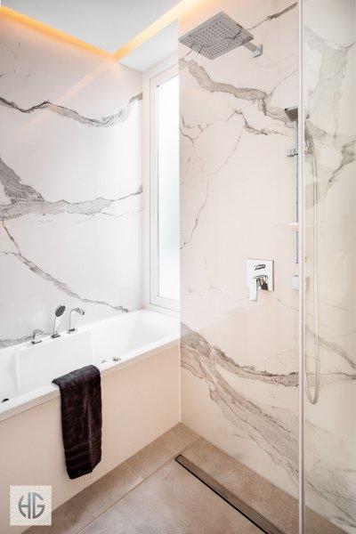 Belvárosi lakás fő fürdőszobája - fürdő / WC ötlet, modern stílusban